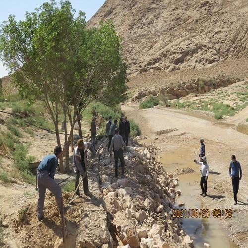 محوطه سازی و بهسازی مسیر برداشت آب و چشمه تفرجگاه تنگه گزی