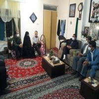 بازدید از خانواده شهدا و ایثارگران بمناسبت هفته دفاع مقدس